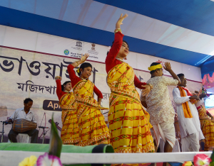 Folk artists performing Bhawaiya Dance_3