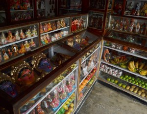 Clay doll stall at Ghurni