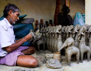 The pot maker making terracotta crafts